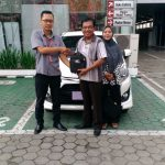 Foto Penyerahan Unit 1 Sales Marketing Mobil Dealer Toyota Purwokerto Danu