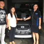 foto-penyerahan-unit-8-sales-marketing-mobil-dealer-datsun-manado-leidy-warouw