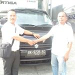 Foto Penyerahan Unit 1 Sales Marketing Mobil Dealer Suzuki Medan Ipan