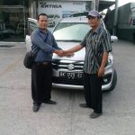 Foto Penyerahan Unit 2 Sales Marketing Mobil Dealer Suzuki Medan Ipan
