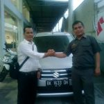 Foto Penyerahan Unit 3 Sales Marketing Mobil Dealer Suzuki Medan Ipan