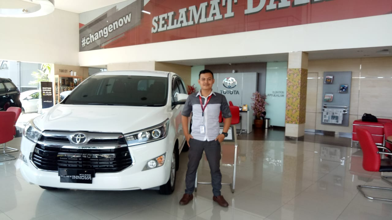 Sales Marketing Mobil Dealer Toyota Fauzi