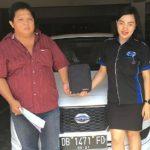 foto-penyerahan-unit-4-sales-marketing-mobil-dealer-datsun-manado-leidy-warouw