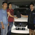 foto-penyerahan-unit-7-sales-marketing-mobil-dealer-datsun-manado-leidy-warouw