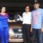 foto-penyerahan-unit-9-sales-marketing-mobil-dealer-datsun-manado-leidy-warouw