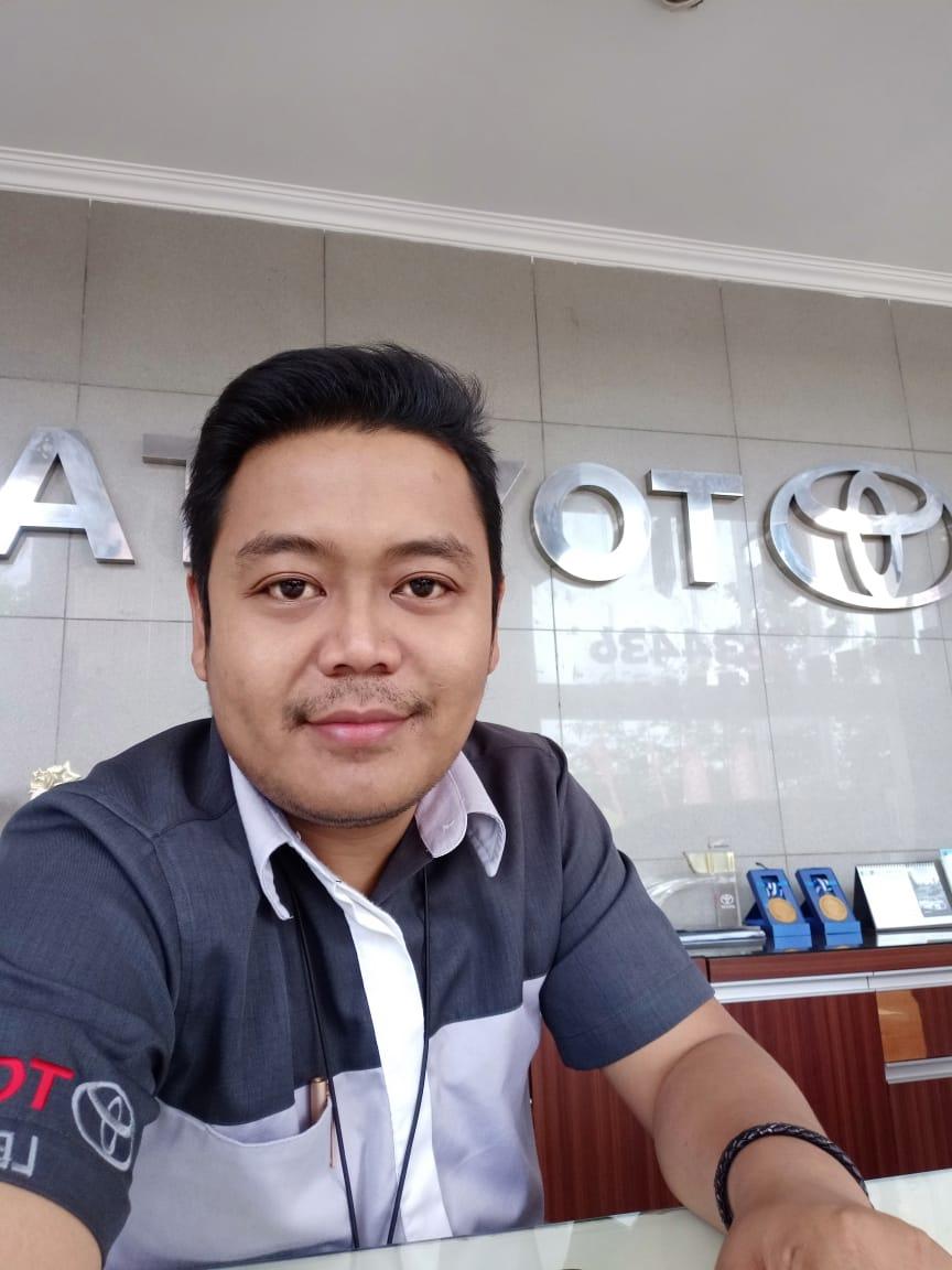 Sales Marketing Mobil Dealer Toyota Ebi