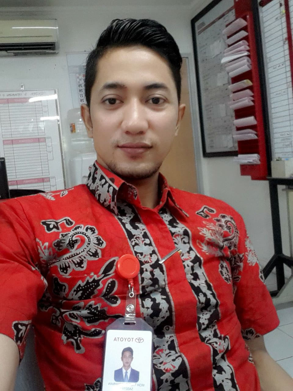 Sales Marketing Mobil Dealer Toyota Taufiq